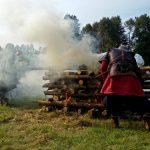 festyn archeologiczny,podpalanie stosu pogrzebowego,
